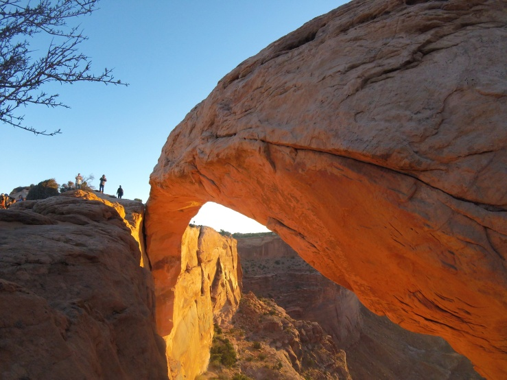 canyonlands-arch-sunrise