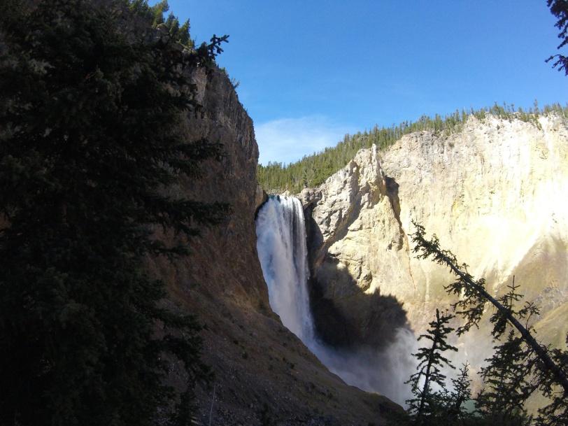 yellowstone-waterfall